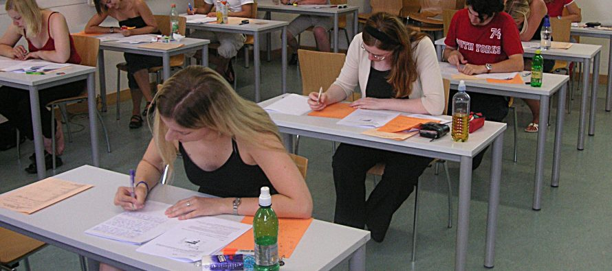 Visoka izlaznost učenika na kombinovanom testu, nije bilo primedbi na regularnost