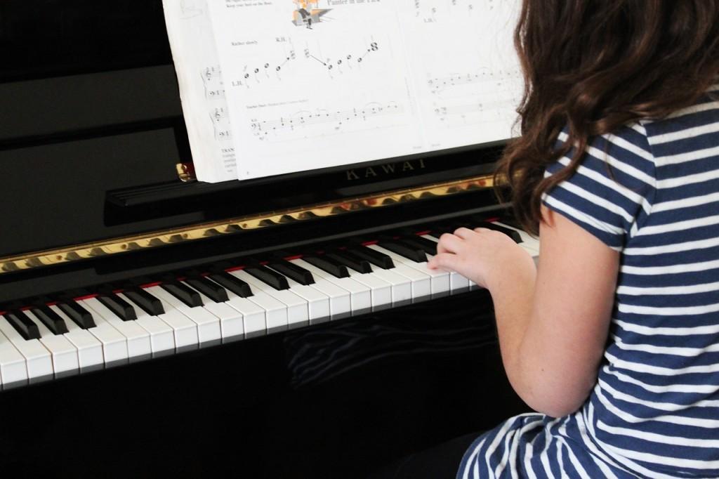 dete-svira-klavir