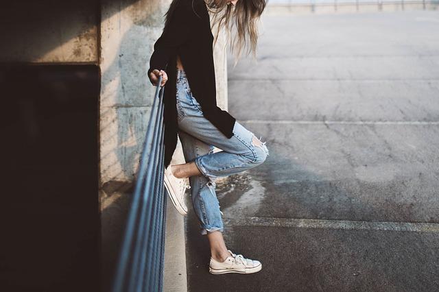 girl-983969_640
