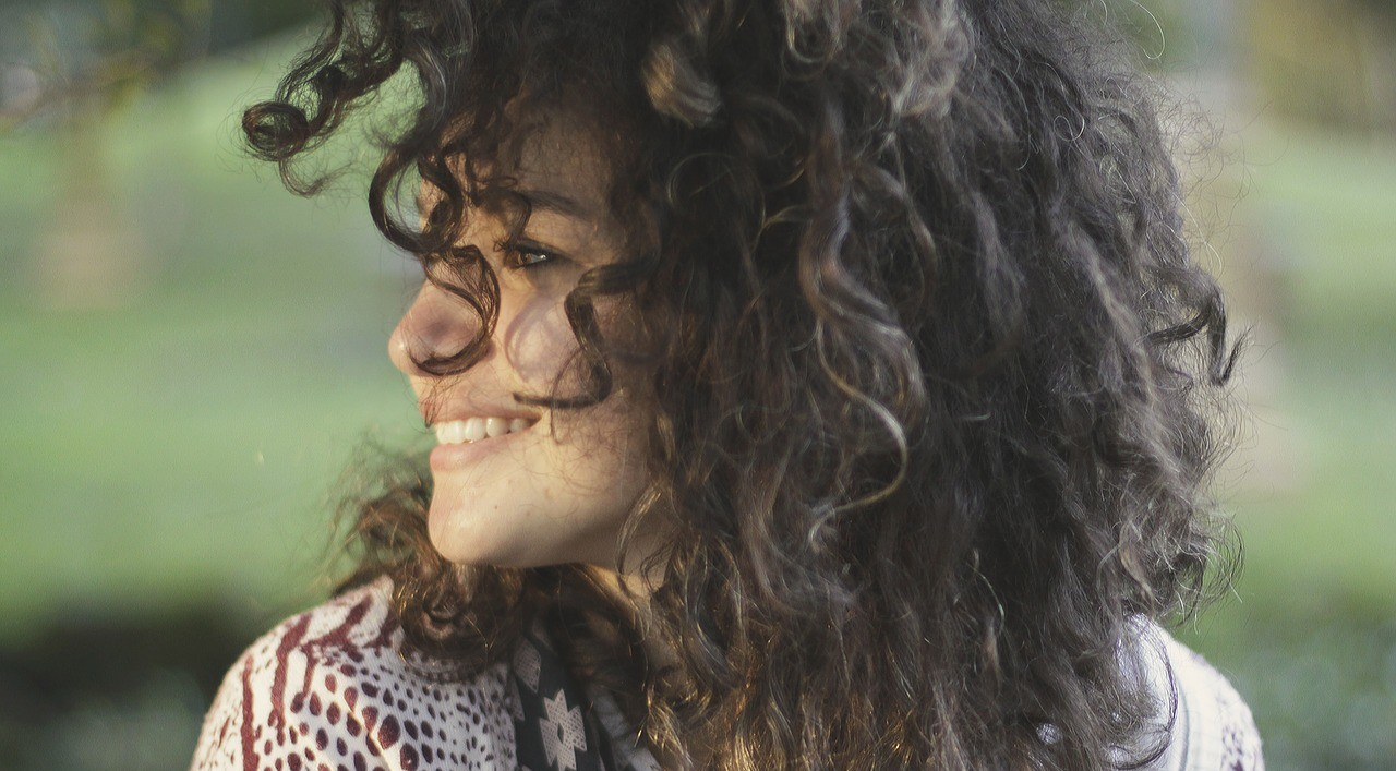 devojka osmeh