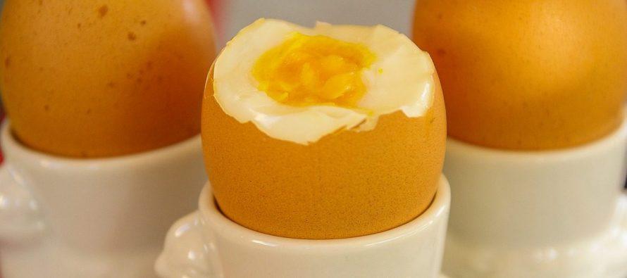 Oljuštite kuvana jaja za tren!