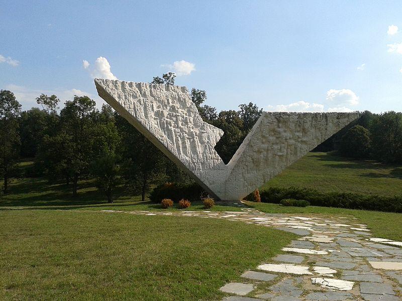 Spomenik kragujevačkim učenicima i profesorima