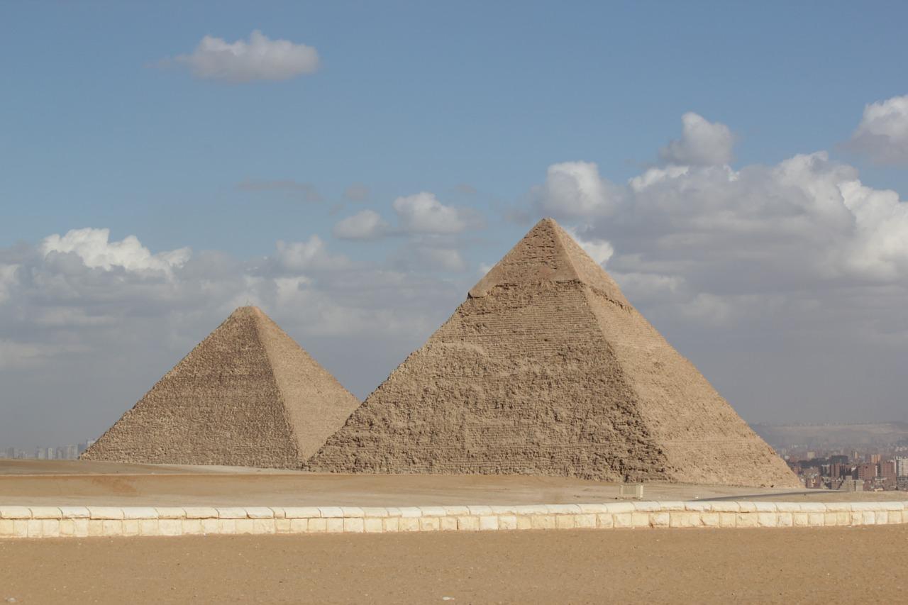dve-piramide
