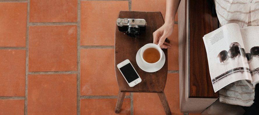 Savršen izum: Maska za telefon koja pravi kafu