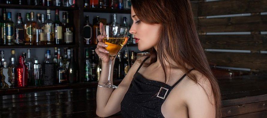 Svakodnevno konzumiranje male količine alkohola sprečava demenciju?