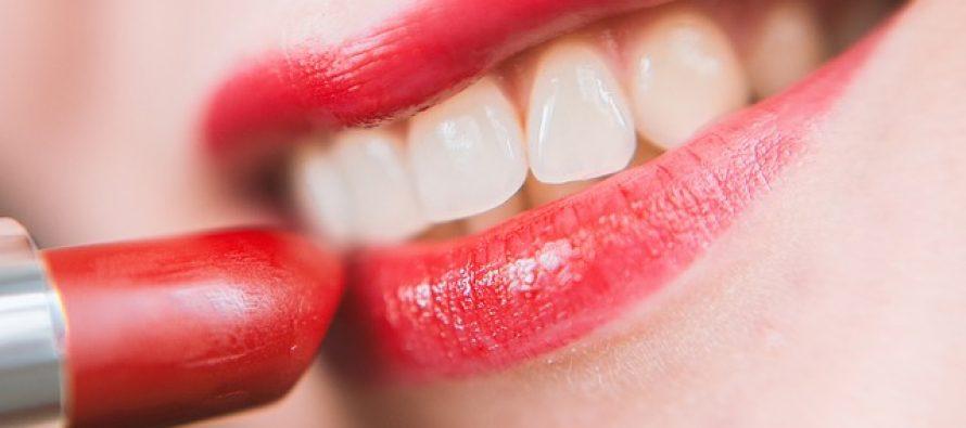 Sjajan trik da vam na usnama karmin traje duže!