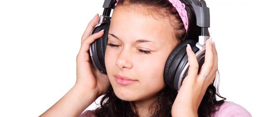 Potreban vam je nalet kreativnosti? Slušajte srećnu muziku!