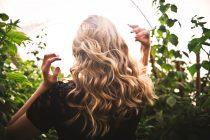 Zaštitite kosu od jakih sunčevih zraka