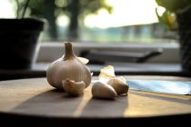 Zašto je dobro konzumirati beli luk na prazan želudac?