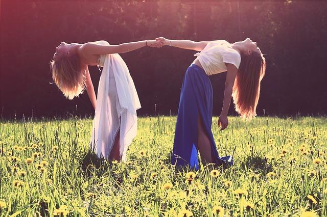 girls-839809_640
