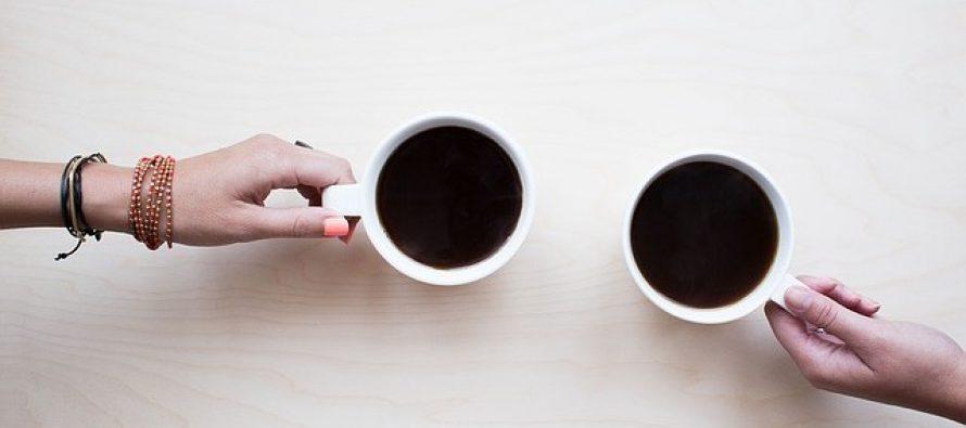 Evo zašto nikada ne smete da pijete kafu pre doručka!
