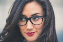 Kakva šminka ide ispod naočara?