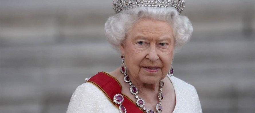 Izložba garderobe kraljice Elizabete II