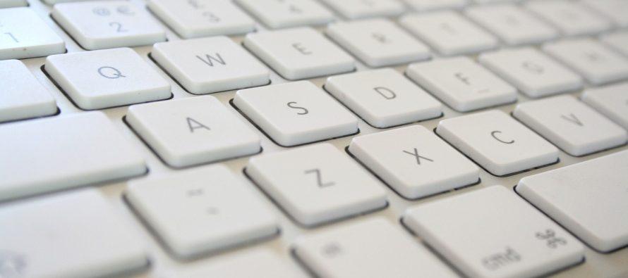 Kako na brz način očistiti tastaturu?