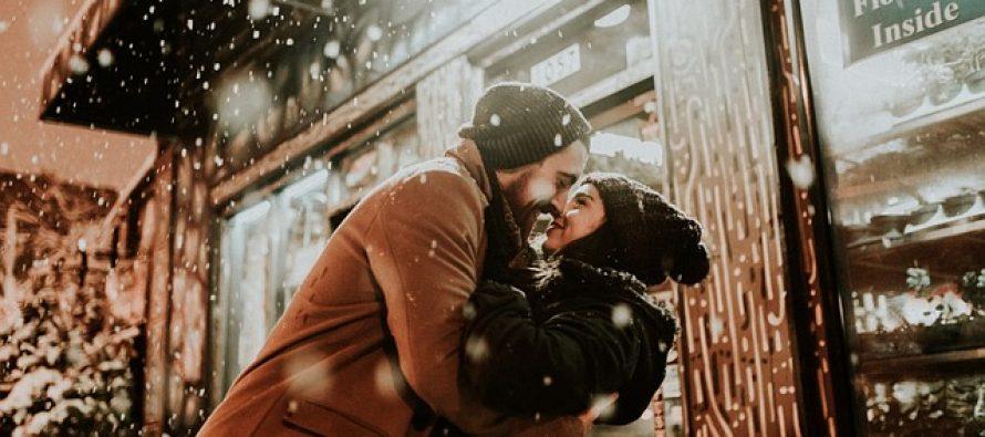 Zašto se ljubimo u ponoć za Novu godinu?