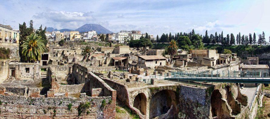 Ko je bio prvi arheolog?