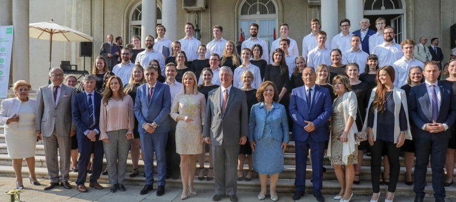 Organizovan prijem za najbolje maturante iz Republike Srbije i Republike Srpske