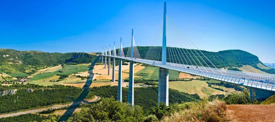 Most koji dodiruje oblake